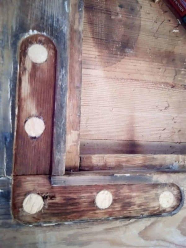 rustent og råttent treverk erstattet med treplugger