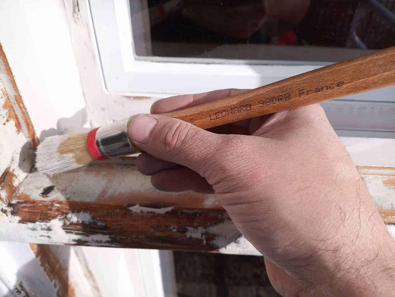 Maling av vinduskarm med linoljemaling fra Wibo