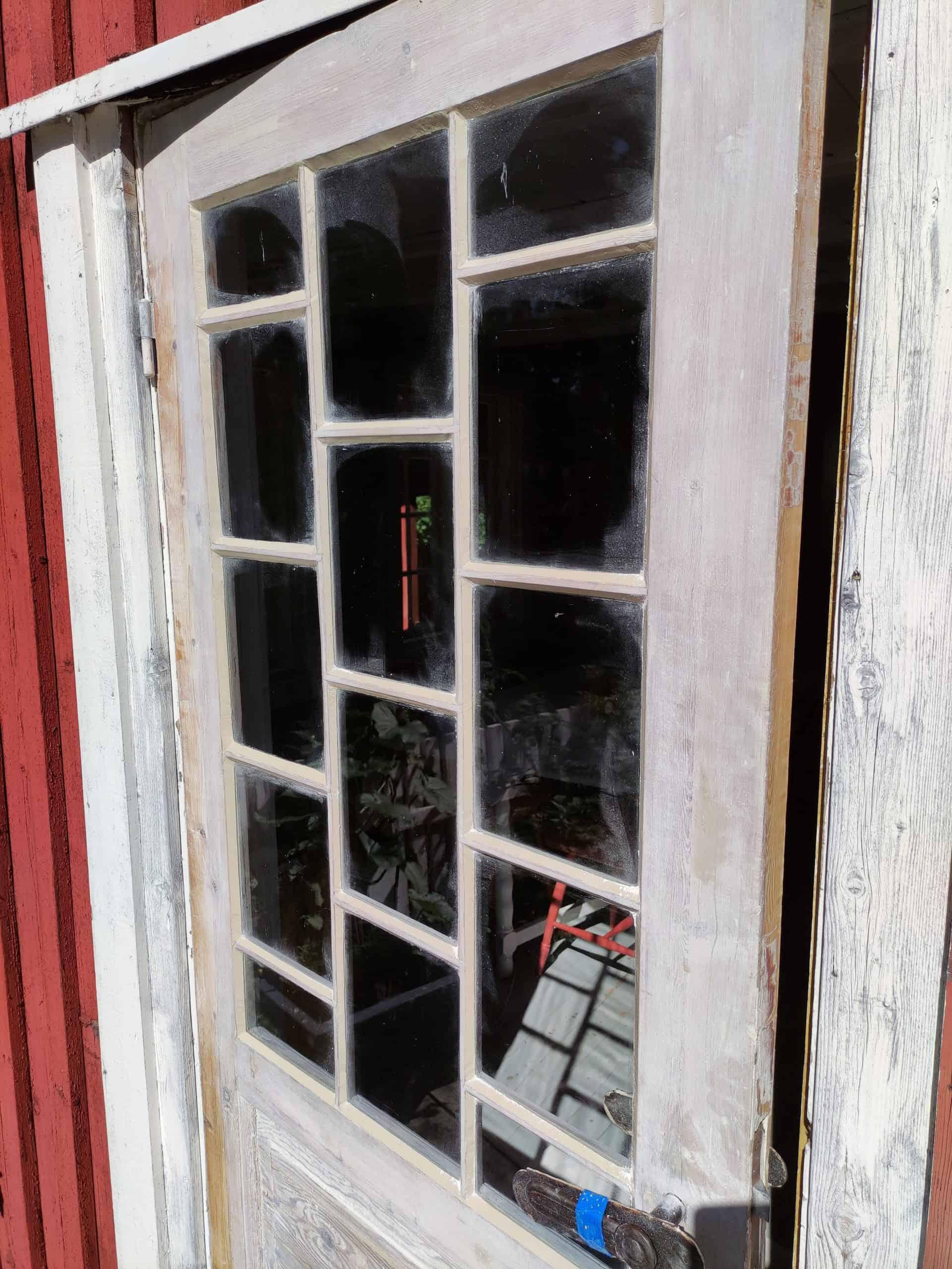 Smårutet Terrassedør Med Kittede Glass På Veierland
